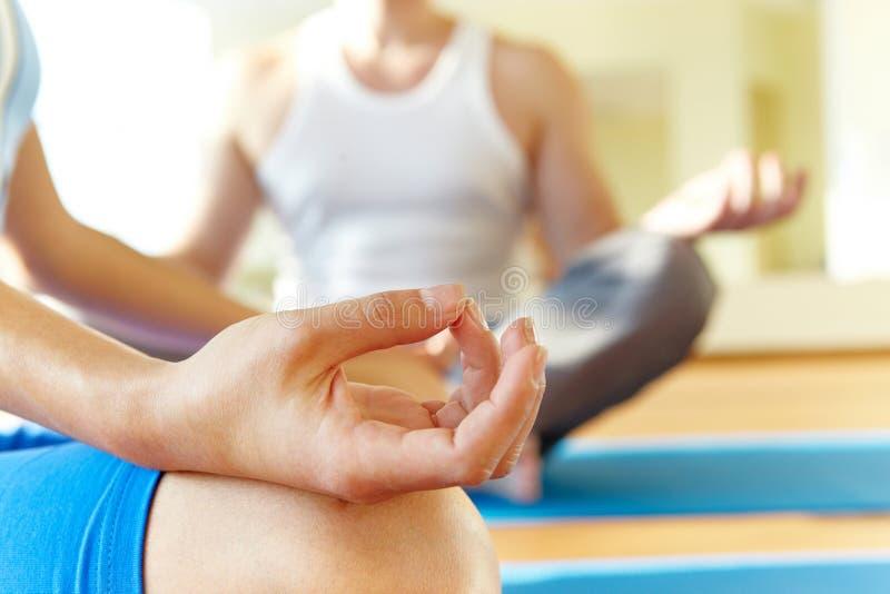 Tijdens meditatie stock afbeelding