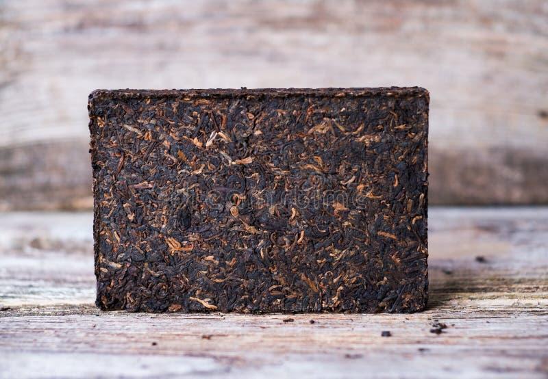 Tijolo pressionado do chá de Puer do chinês fotos de stock royalty free