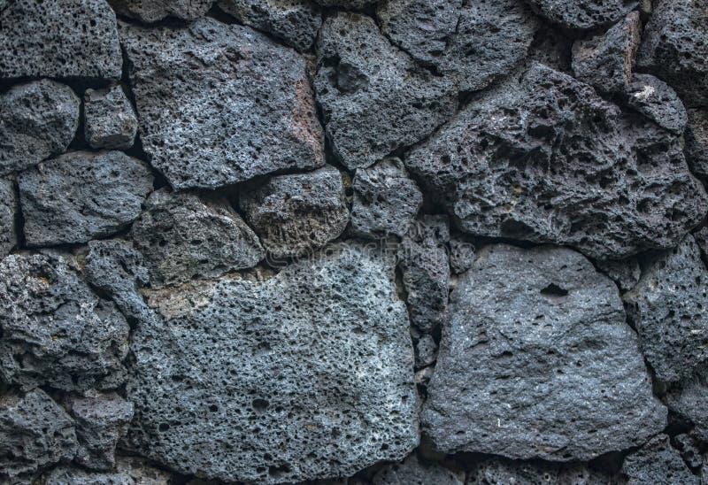 Tijolos de pedra do fundo da textura do vulcão na parede imagem de stock