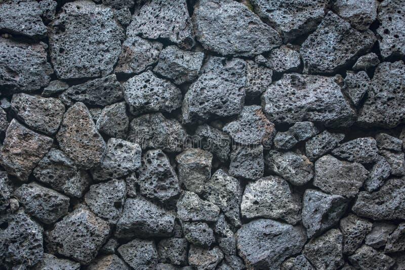 Tijolos de pedra do fundo da textura do vulcão na parede imagem de stock royalty free