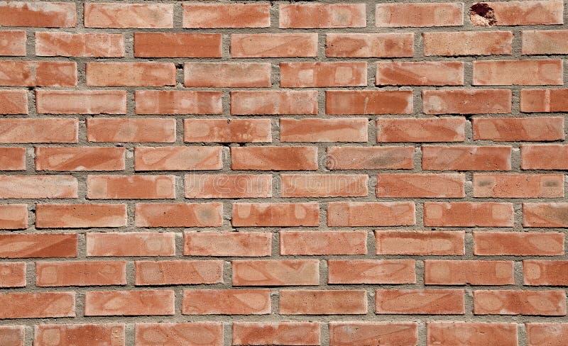 Tijolos fundo e texturas na parede Quebras pobres do tijolo Dano das r?guas riscos foto de stock royalty free