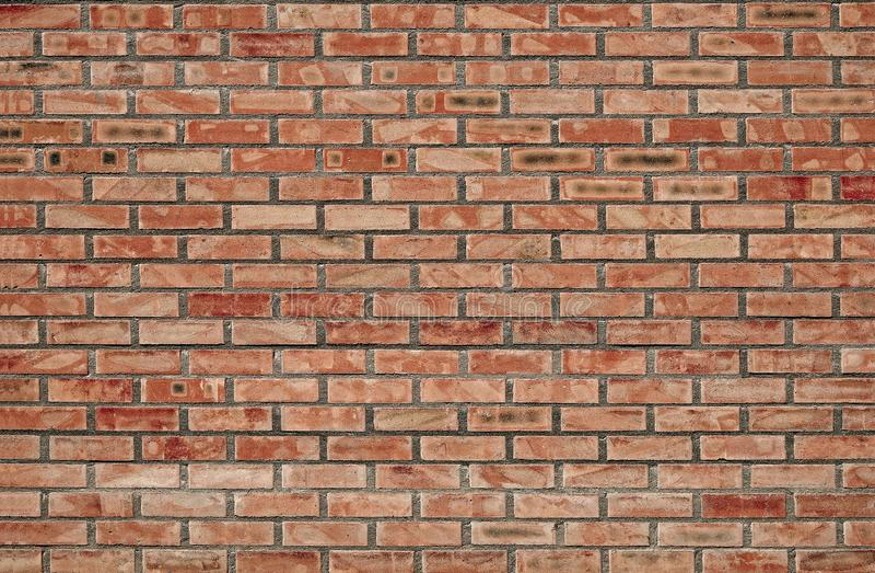 Tijolos fundo e texturas na parede Quebras pobres do tijolo Dano das r?guas fotografia de stock royalty free