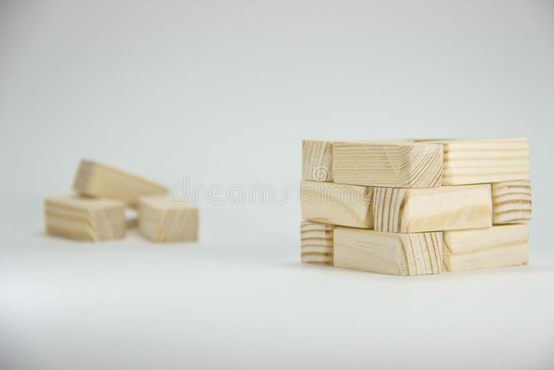 Tijolos pequenos dobrados da madeira Foto creativa foto de stock royalty free