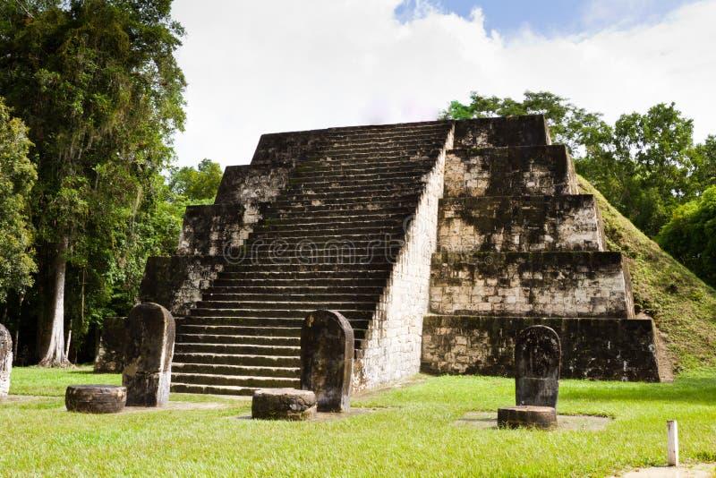 Tikal, майяские руины стоковые фотографии rf