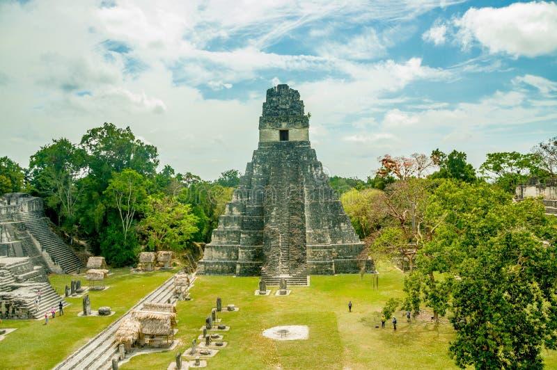 Tikal Mayaruinen in Guatemala stockbilder