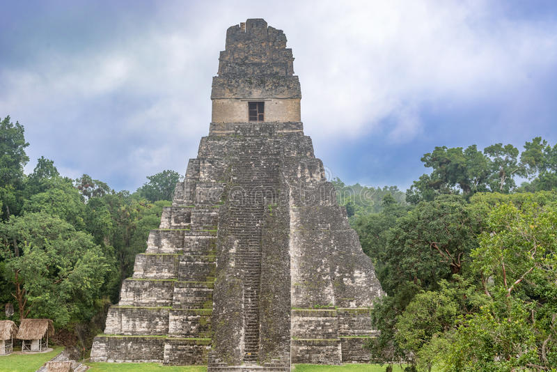 Tikaltempel I, Tempel van Groot Jaguar in het belangrijkste Plein van stock afbeeldingen