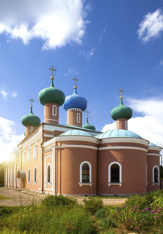 Tikhvin-Annahme-Kloster, ein russisches orthodoxes u. x28; Tihvin, St- Petersburgregion, Russia& x29; lizenzfreies stockfoto