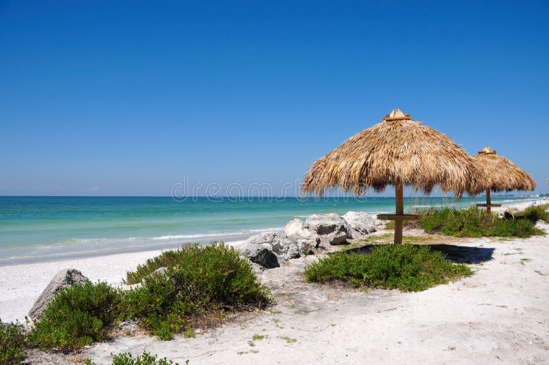 tiki хаты пляжа стоковые фото