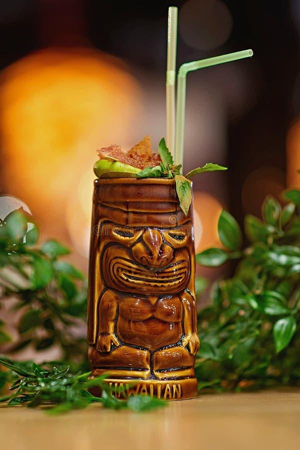 Tiki Cocktail suddighetsbakgrund fotografering för bildbyråer