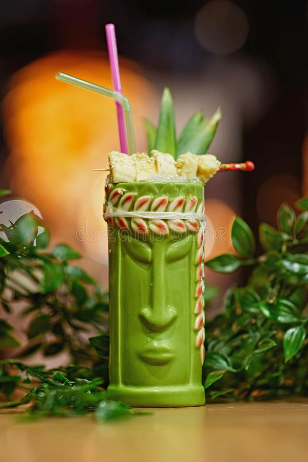 Tiki Cocktail suddighetsbakgrund arkivbild