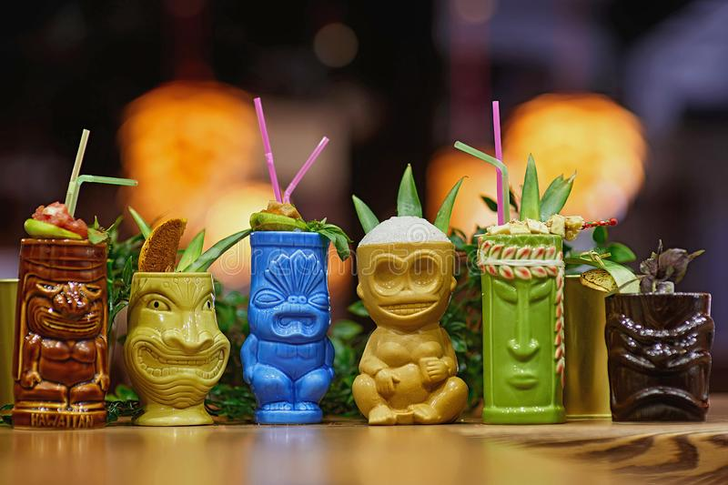 Tiki Cocktail suddighetsbakgrund royaltyfri fotografi