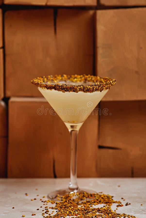 Tiki Cocktail suddighetsbakgrund royaltyfria foton