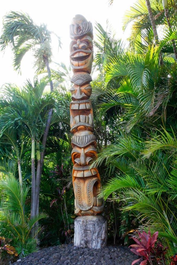 Tiki Totem impilato con tre fronti immagini stock libere da diritti