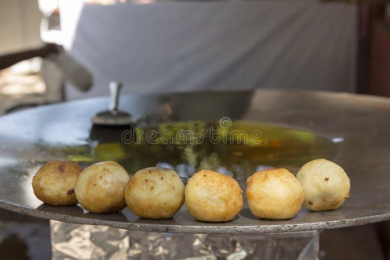 Tikki d'Aloo sur la casserole photo libre de droits