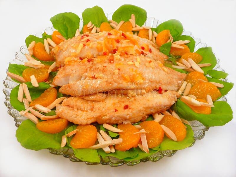 tilapia померанца мандарина миндалины опаленный лотком стоковая фотография rf