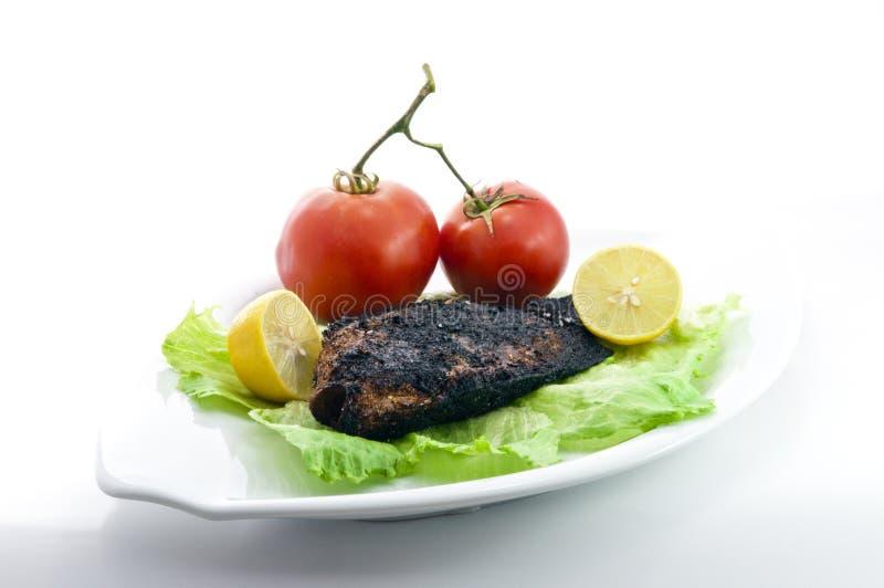 Tilapia grelhado com salada fotografia de stock royalty free
