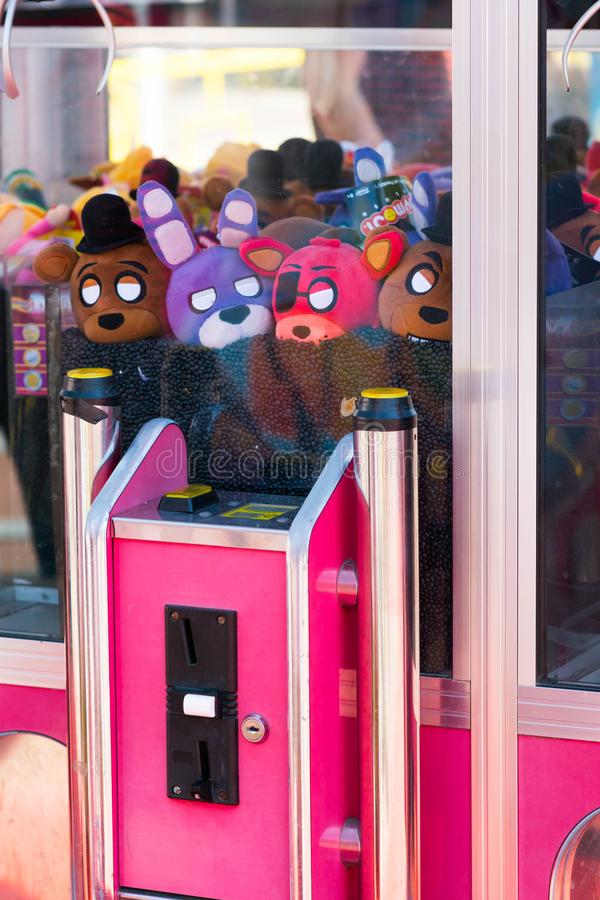 Tilburg, die Niederlande - 22 07 2019: Plüsch-Spielzeugmaschine Tilburgse Kermis auf angemessenem Markt in Tilburg lizenzfreie stockfotografie