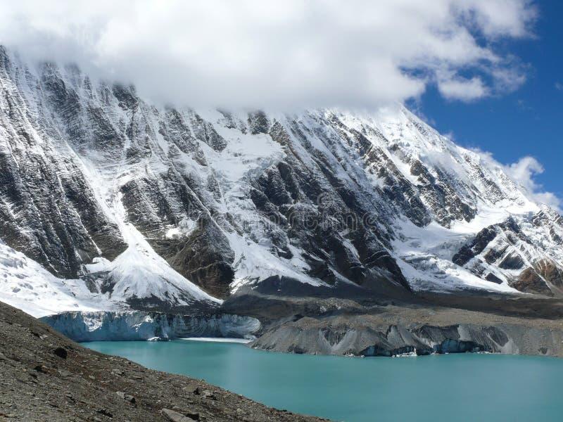 Tilicho sjö och Tilicho maximum, Nepal royaltyfri bild
