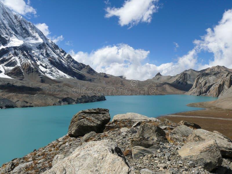 Tilicho sjö och Tilicho maximum, Nepal fotografering för bildbyråer