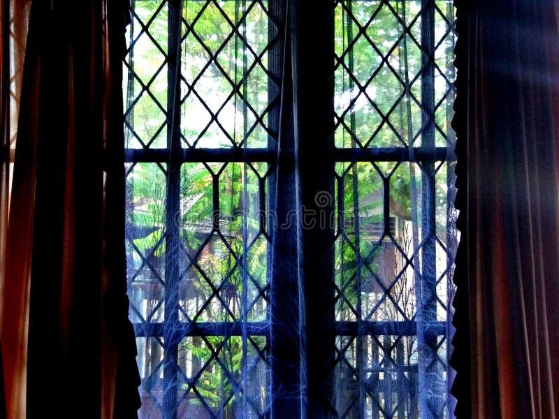 Till och med fönstret arkivbilder