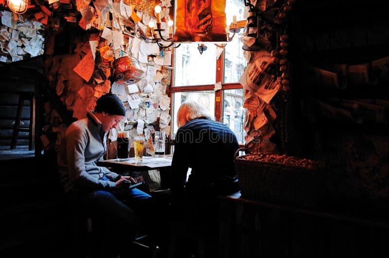 Till salu bar, Budapest, UNGERN royaltyfria bilder