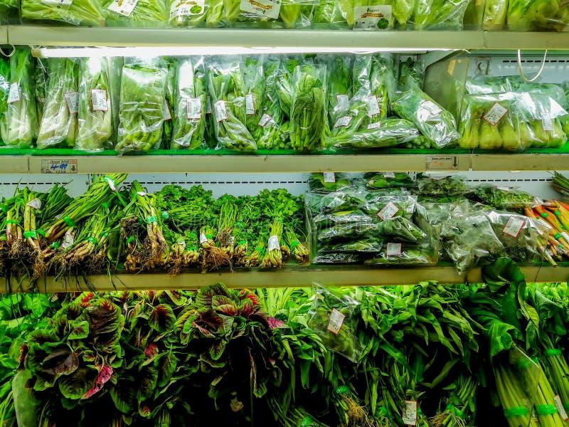Till salu gröna grönsaker arkivbilder