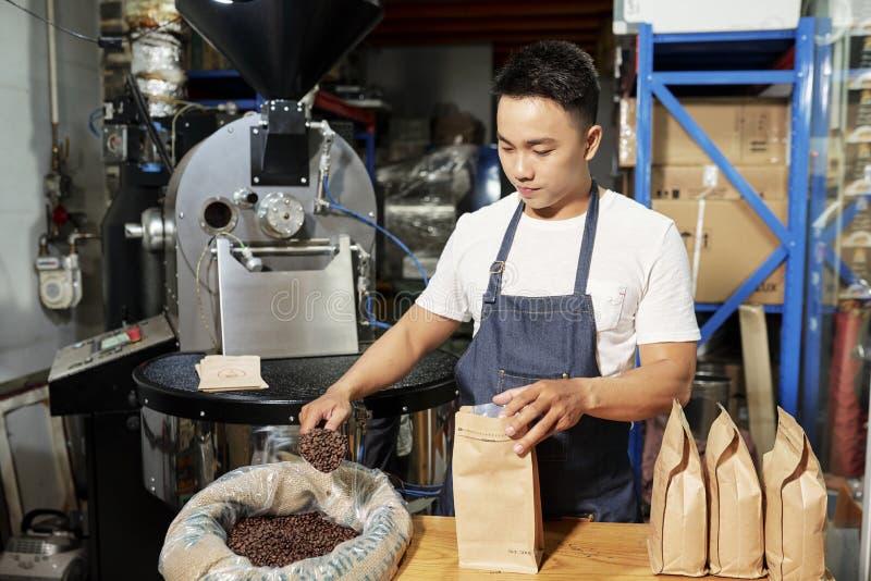 Till salu gruppering av kaffe arkivfoto