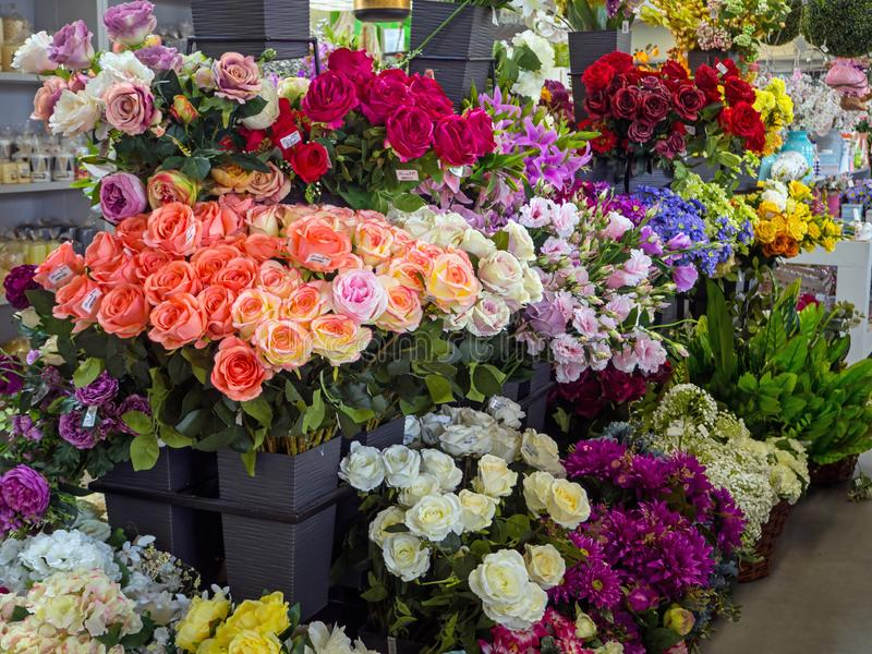 Till salu konstgjorda blommor arkivbild