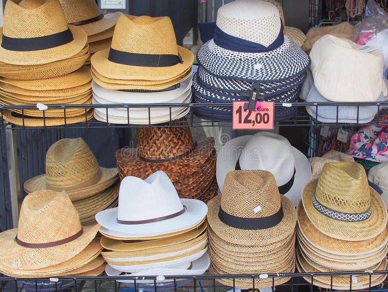 Till salu mäns hattar, Italien fotografering för bildbyråer