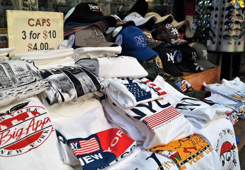 Till salu New York City souvenirT-tröja arkivfoton