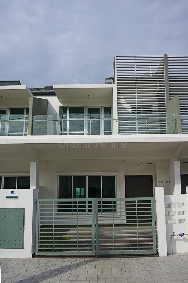 Till salu nytt hus för två våning royaltyfria foton