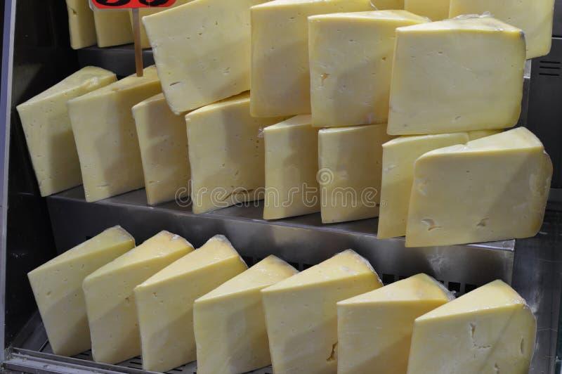Till salu traditionell turkisk ost, slut upp arkivbild