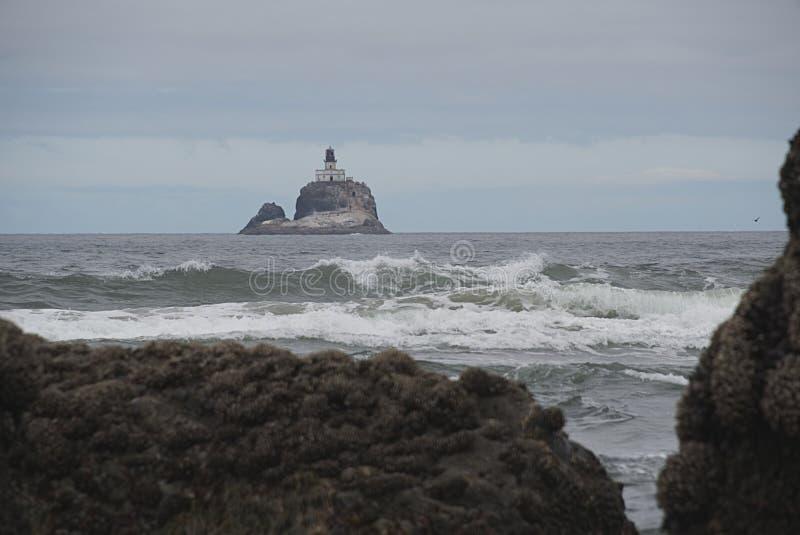 Tillamook-Felsen-Leuchtturm H lizenzfreie stockfotos
