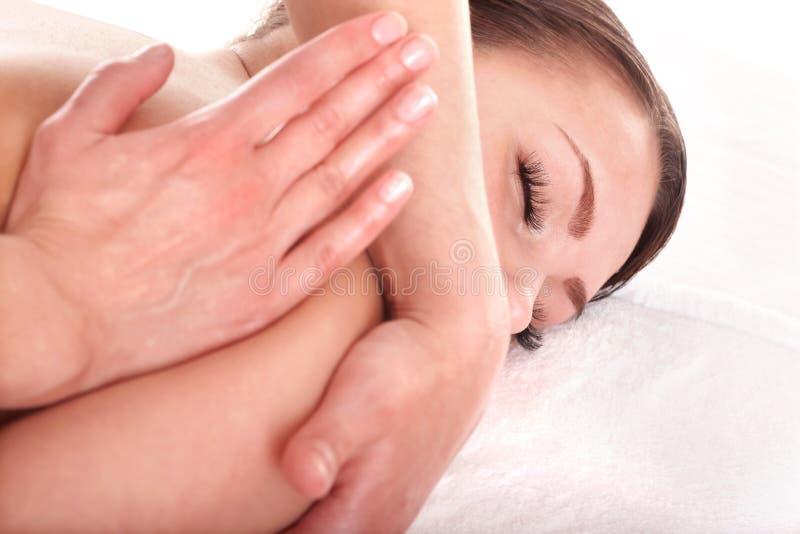 tillbaka flicka som har massage royaltyfria bilder