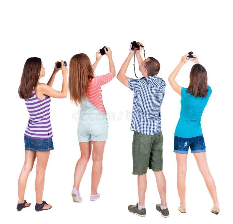 Tillbaka fotograferade dragningar för sikt grupp människor arkivbild