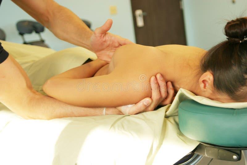 tillbaka geende massageterapeutterapi arkivfoton
