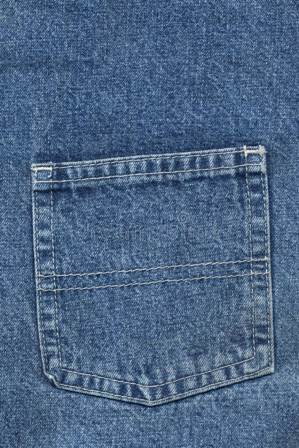 Tillbaka jeans stoppa i fickan arkivbild