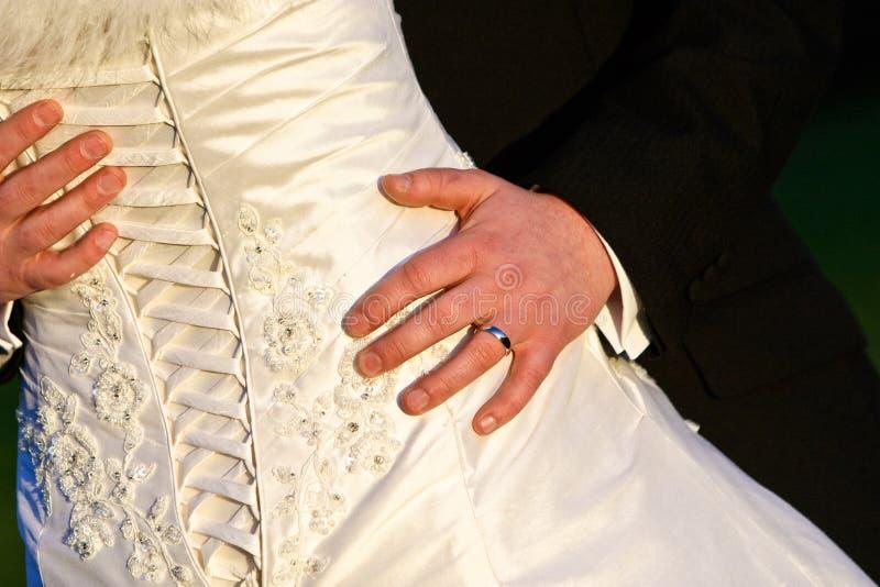 tillbaka klänningcirkel som visar bröllop royaltyfria bilder