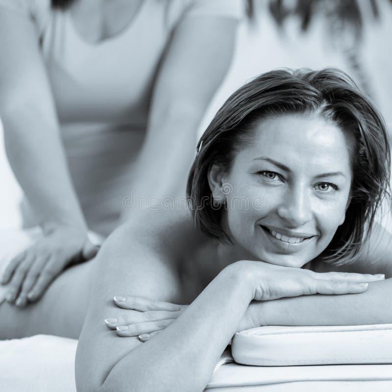 Tillbaka massage för kvinna arkivbild