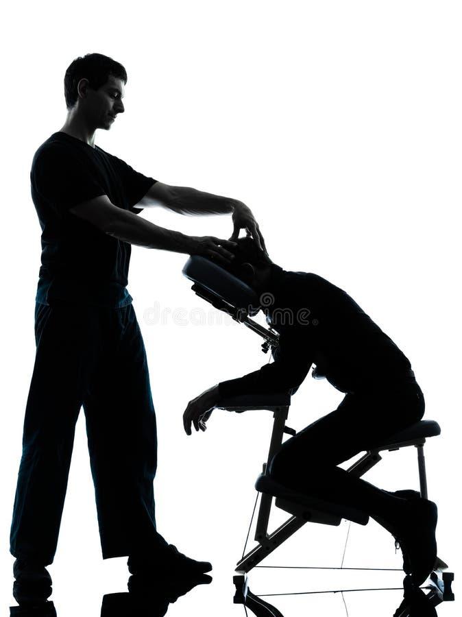 Tillbaka massageterapi med stol royaltyfri bild