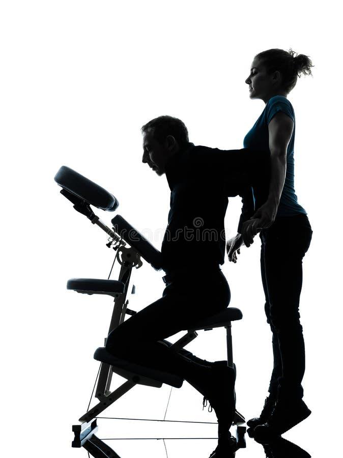 Tillbaka massageterapi med stolen arkivfoton