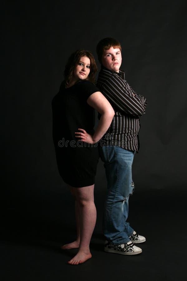 tillbaka parövervikt som plattforer tonårs- till fotografering för bildbyråer
