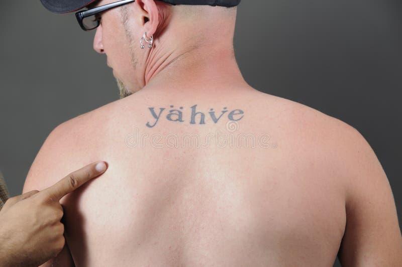 tillbaka religiös tatuering arkivfoton