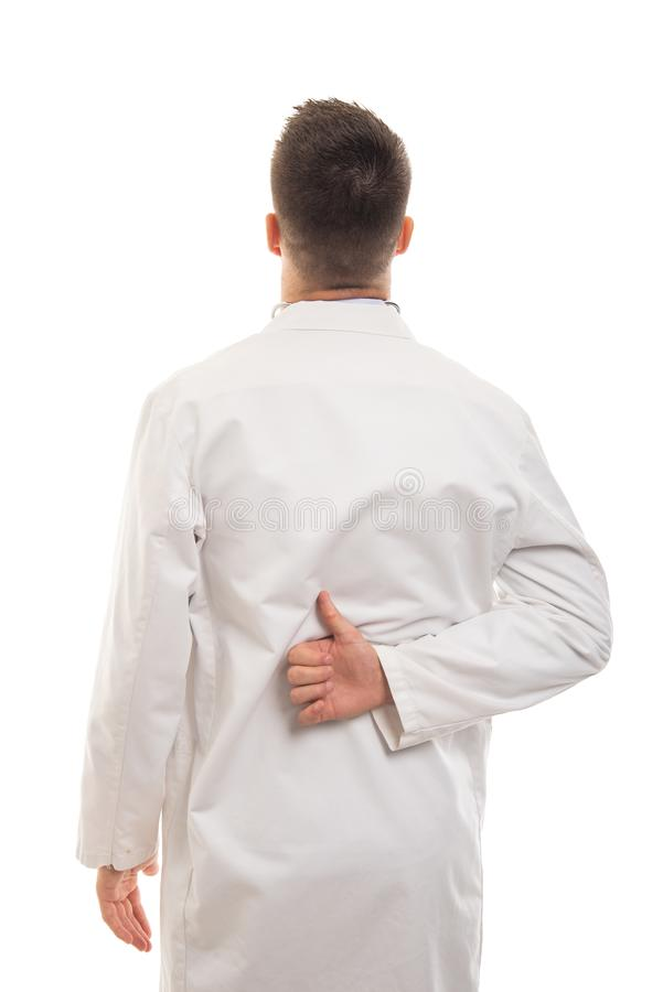 Tillbaka sikt av den unga doktorn som visar som gest royaltyfri fotografi