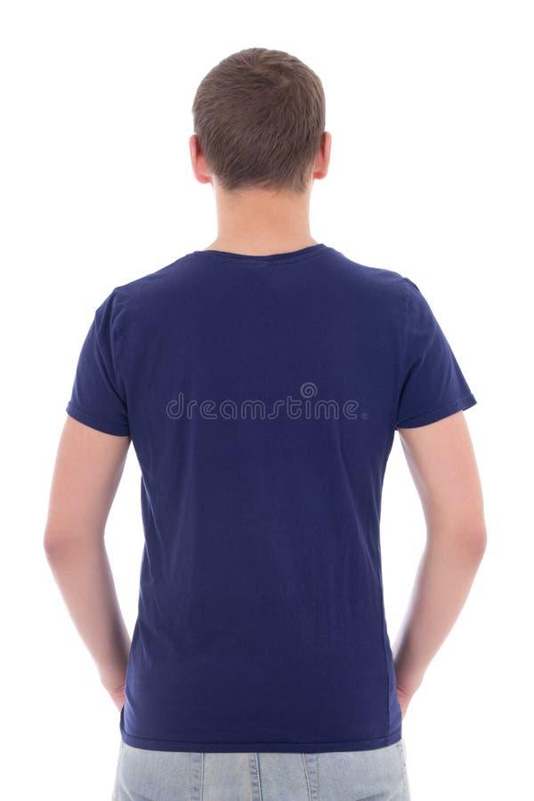 Tillbaka sikt av den unga mannen i den blåa t-skjortan som isoleras på vit arkivfoto