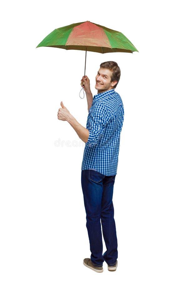 Tillbaka sikt av en man med en paraplyvisningtumme upp arkivfoton