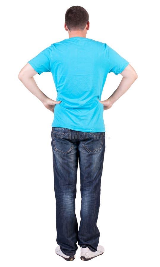 Tillbaka sikt av unga män i blå t-skjorta och jeans arkivbild