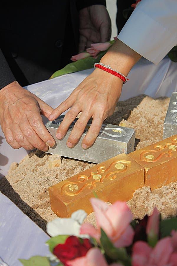 Tillbe förberedelsen för första pelarinstallation av fundamentceremoni på Thailand royaltyfri foto