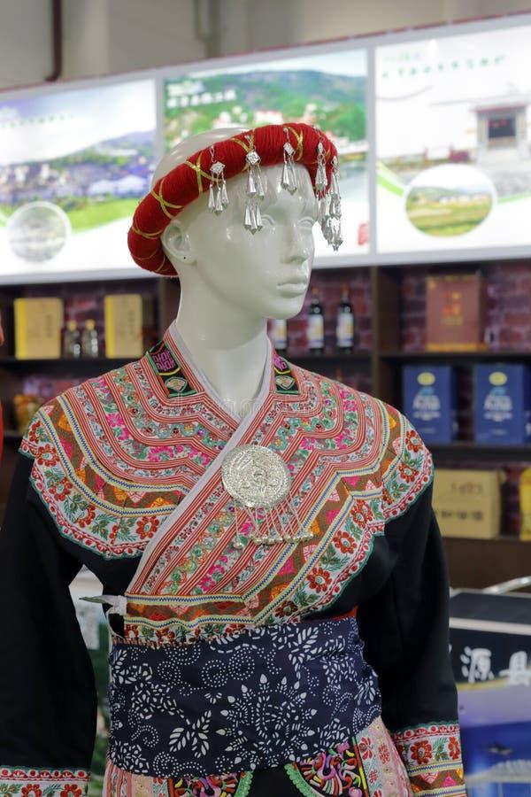 Tillbehör för kinesyi person som tillhör en etnisk minoritet arkivbilder