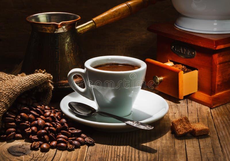 Antik kaffebryggare arkivfoto. Bild av kaffe, antikviteten